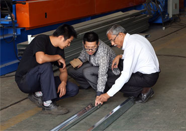 Indian customers inspect CU purlin machine